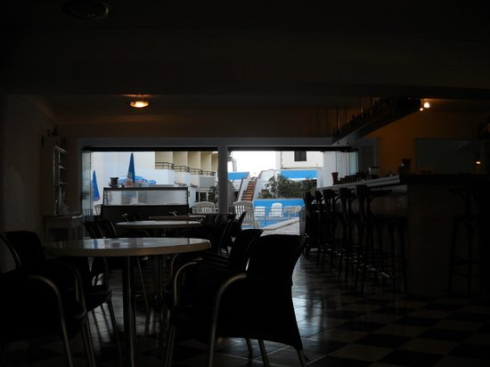 Hotel Moreyo: From the front, looking through the bar to the pool.