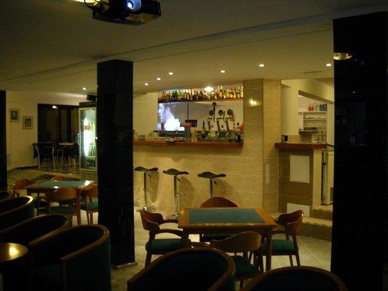Hotel Moreyo: The bar.