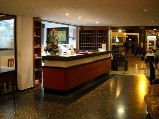 Hotel Moreyo: Reception,