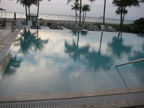 B Ocean Resort Fort Lauderdale : Pool and Ocean view