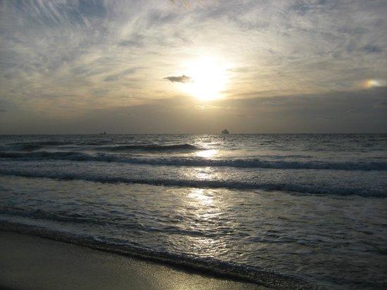 B Ocean Resort Fort Lauderdale : Beach view from their beach