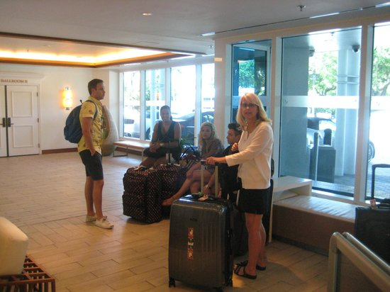 B Ocean Resort Fort Lauderdale : Waiting for a taxi to Cruise Ship
