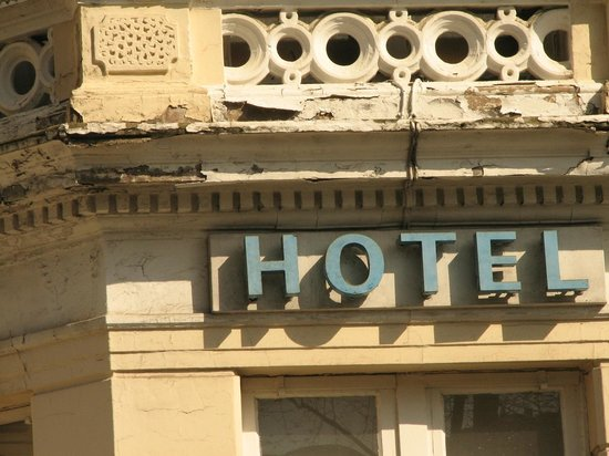 Hyde Park West: Front of hotel