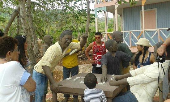 Parque Tematico El Pueblito Isleño San Andres: visitantes del pueblito isleño domino