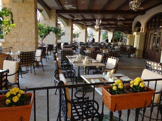 Elysium Hotel: Завтакать можно и на террасе