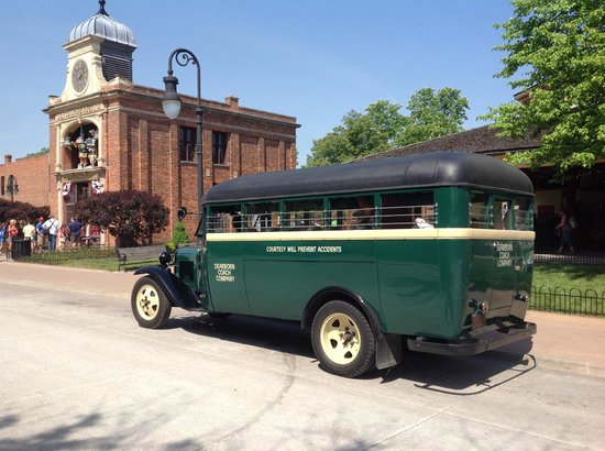 Greenfield Village: 30s bus