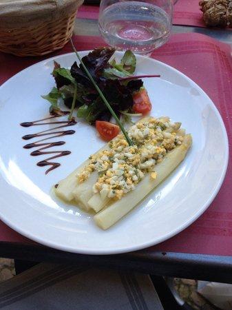Chez Peyro : Asperges tièdes et vinaigrette mimosa