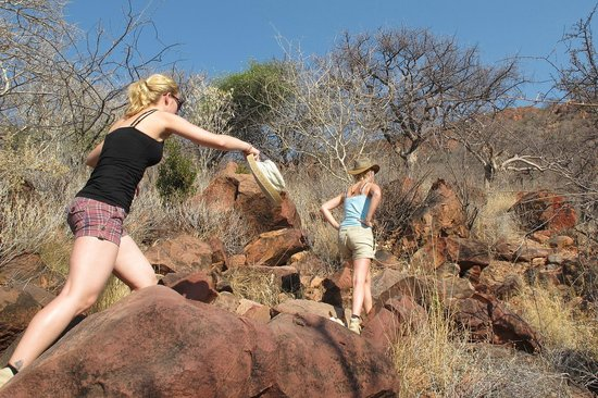 Waterberg Guest Farm: Walking path to 'Little Waterberg' behind the hotel