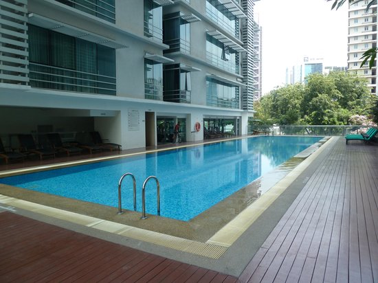 PARKROYAL Serviced Suites Kuala Lumpur : Swimming pool of the first floor