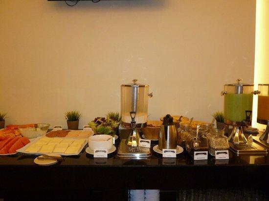 PARKROYAL Serviced Suites Kuala Lumpur : The breakfast buffet