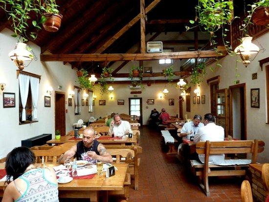 Gastland M1 Hotel & Restaurant: panoramica tavoli
