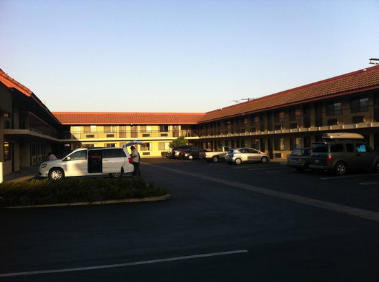 Comfort Inn Near Old Town Pasadena in Eagle Rock CA: parking