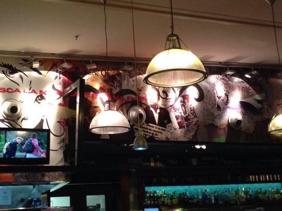 Happy Rock Bar&Grill: Good vibes poor food