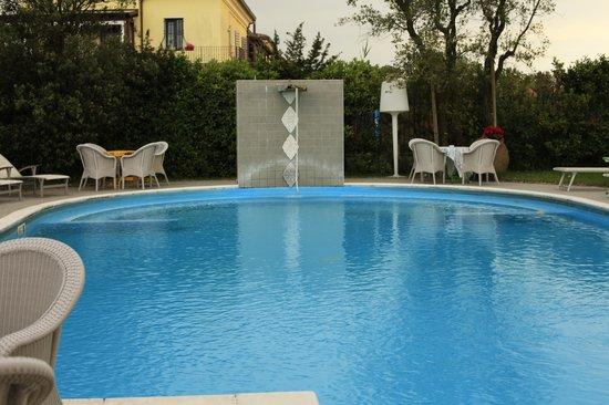 Relais Villa Roncuzzi: The pool