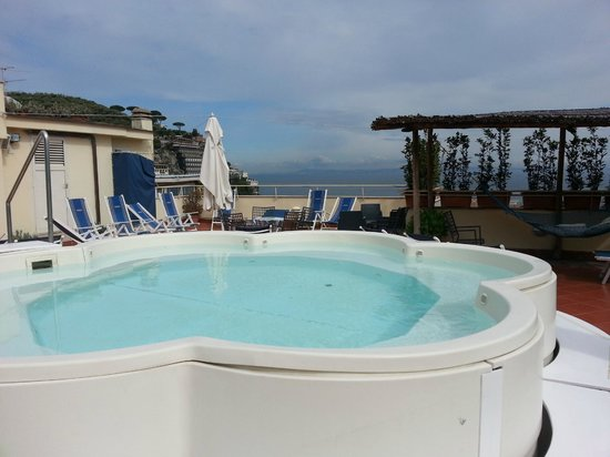 Hotel Tirrenia: Rooftop jacuzzi