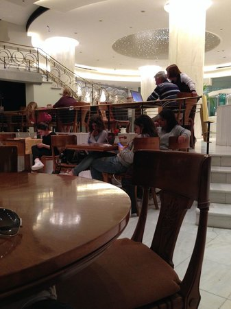 Titania Hotel: lobby filled with people using wi-fi