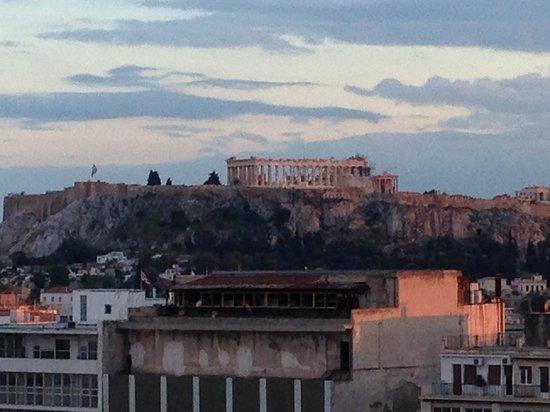Titania Hotel: view of Acropolis/Parthenon from Olive Garden terrace