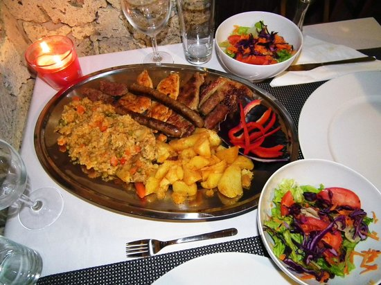 Golden Lakes Rooms : Main course