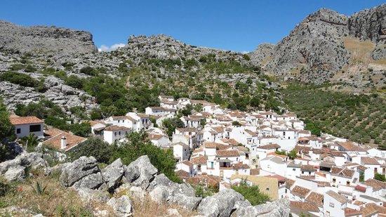 Casitas de la Sierra: Montejaque from the mirador