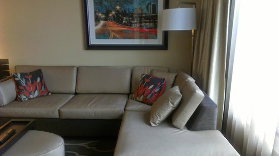 Embassy Suites by Hilton Knoxville West: Sitting area in King Suite