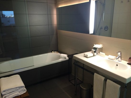 Grand Hotel Central: bathroom