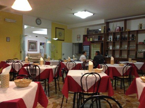 Hotel New Primula: ресторан