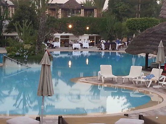 Hotel Riu Tikida Beach: piscine et diner du soir
