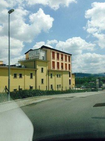 Hotel La Cartiera: la facciata