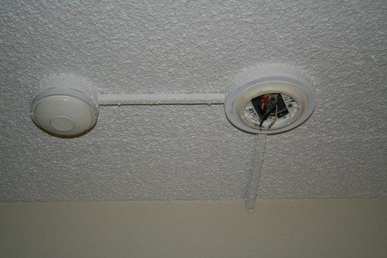 Red Roof Inn Charlottesville : Smoke detector