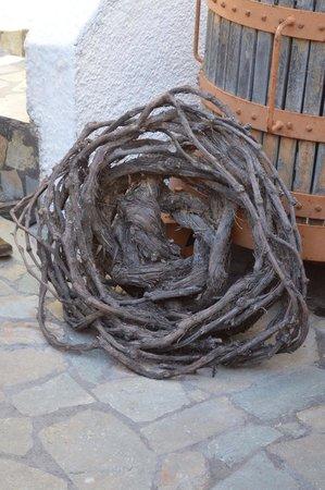 Santorini Wine Tour : 100+ year old vine basket