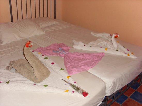 Sol Y Mar Makadi Sun: Towel art.