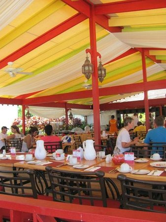 Bougainvillea Beach Resort: desayuno