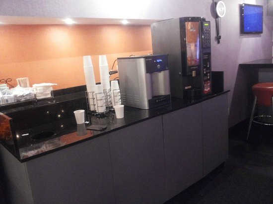 nyma, the New York Manhattan Hotel: lounge coffe makers