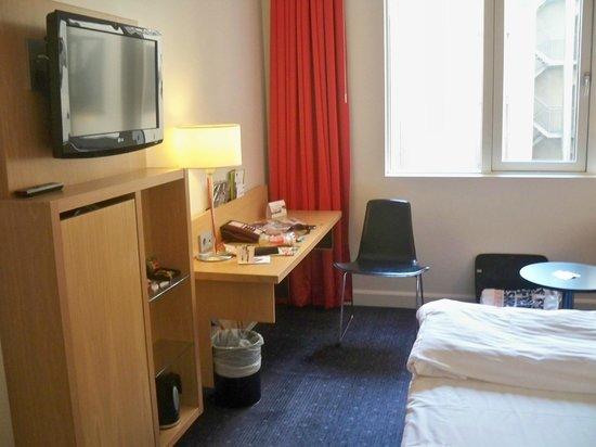 Park Inn by Radisson Oslo: sipmle but effective room