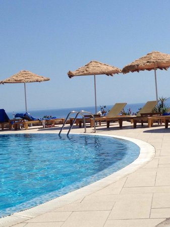 Astro Palace Hotel and Suites: Beautiful views with the ocean over the edge...