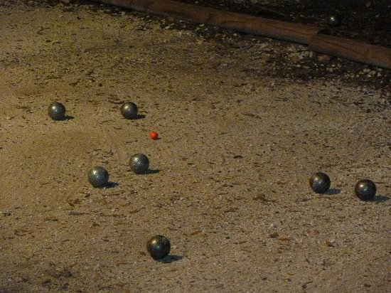 Canyon Lake Cabins & Cottages: Playing the pétanque