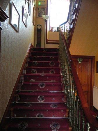 Craignay Guest House: лестница на второй этаж