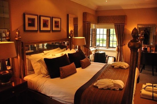 Western House Hotel: Room 110 - bed