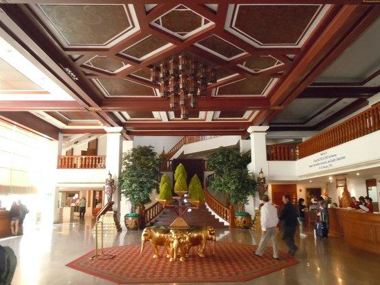 Empress Hotel: Hotel Lobby