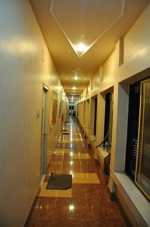 Hotel Santiniketan : Beautiful Coridor of the Hotel