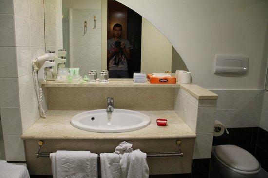 Valamar Dubrovnik President Hotel: Ванная комната