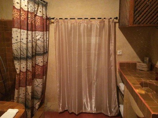 Hotel Sherazade : bathroom