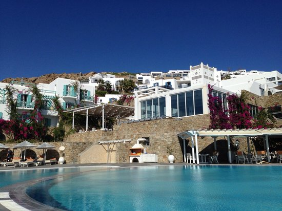 Royal Myconian Resort & Thalasso Spa Center : View looking up from the pool