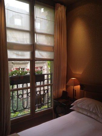 Le Pavillon de la Reine: Room with a view