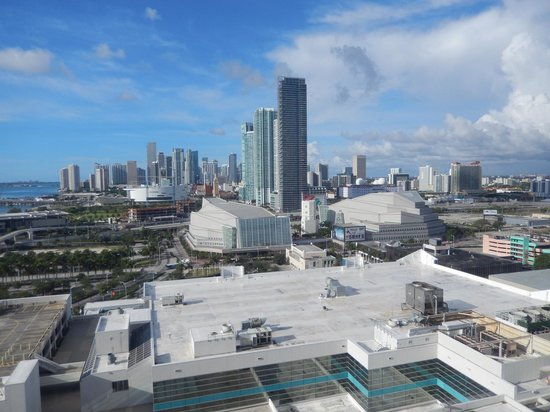 Hilton Miami Downtown : Bay View from the 12th Floor