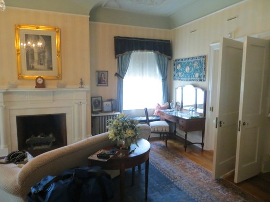 Sheppard Mansion Bed and Breakfast: another view of Ayers room