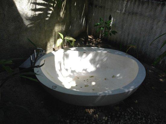Jumeirah Vittaveli: Зачем нужна ванная на улице, если ее ни разу не чистили?