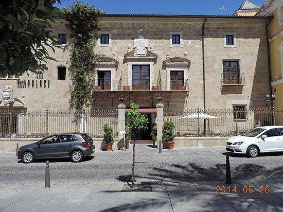 ILUNION Mérida Palace: Fachada principal