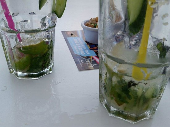Lush Beach Bar Resto: Terible mojito.  The spermint and lime was not fresh at all...