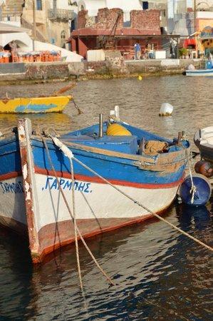 Amoudi Bay : Love this boat!